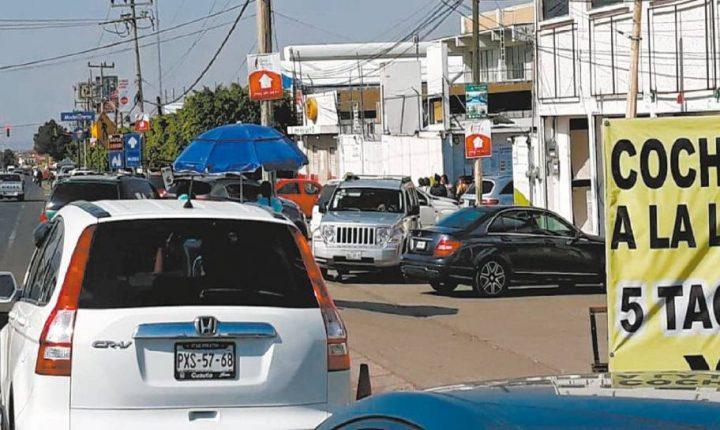 Denuncia en Morelos cobro de $2,500 para brincar verificación